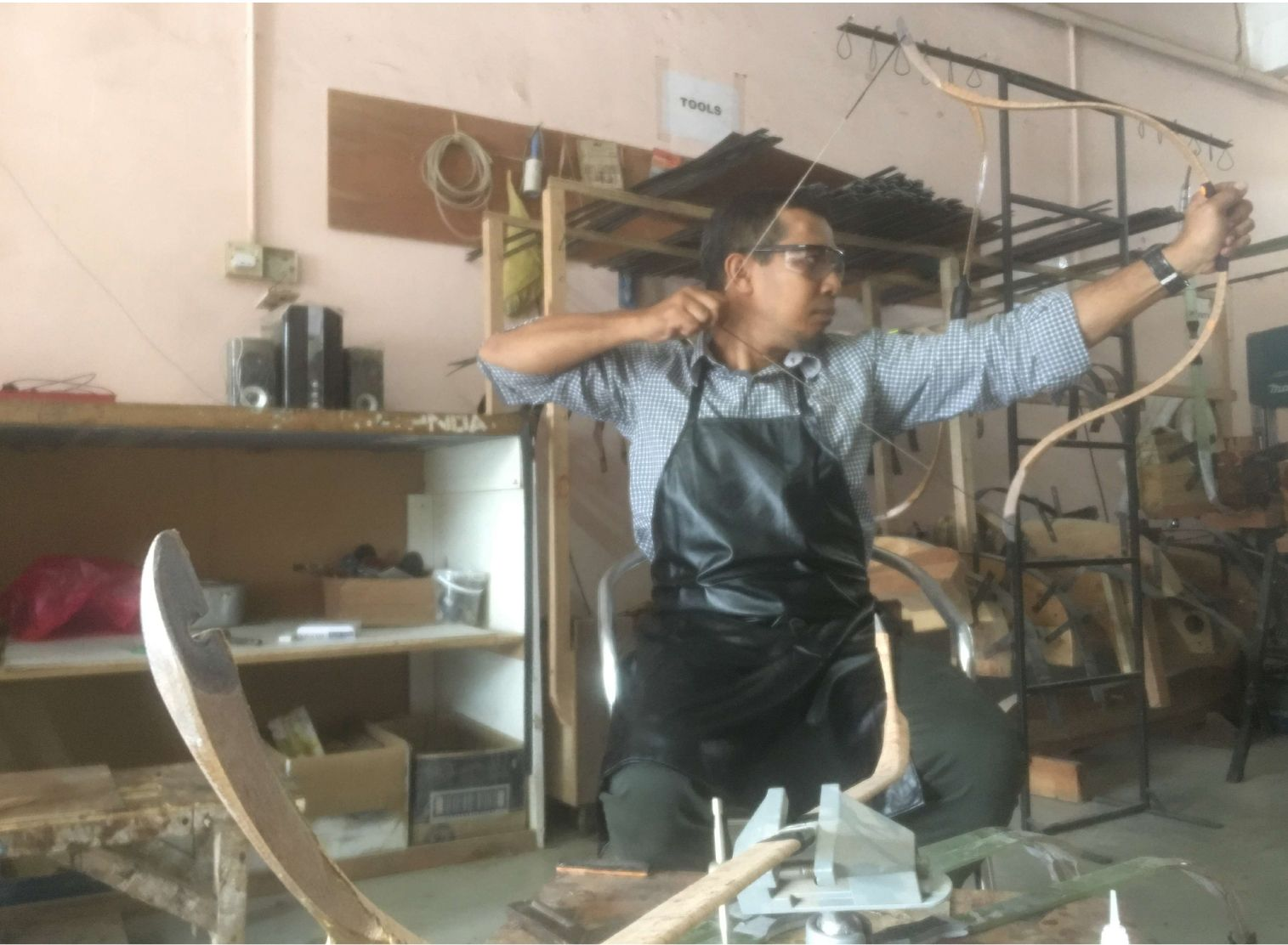 Discover-Bow-Making-Class-Oneday