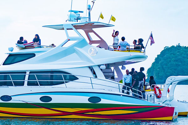 Cruise-from-Paradise-101-by-Sea-Falcon-_-Blue-Dolphin_8