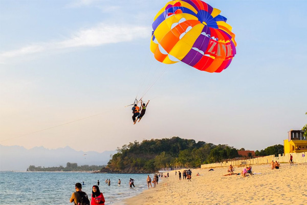 Parasailing-On-Boat-4